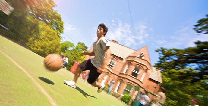 Schülersprachreisen nach England mit Tanzen, Tennis, Segeln, Golf, Reiten